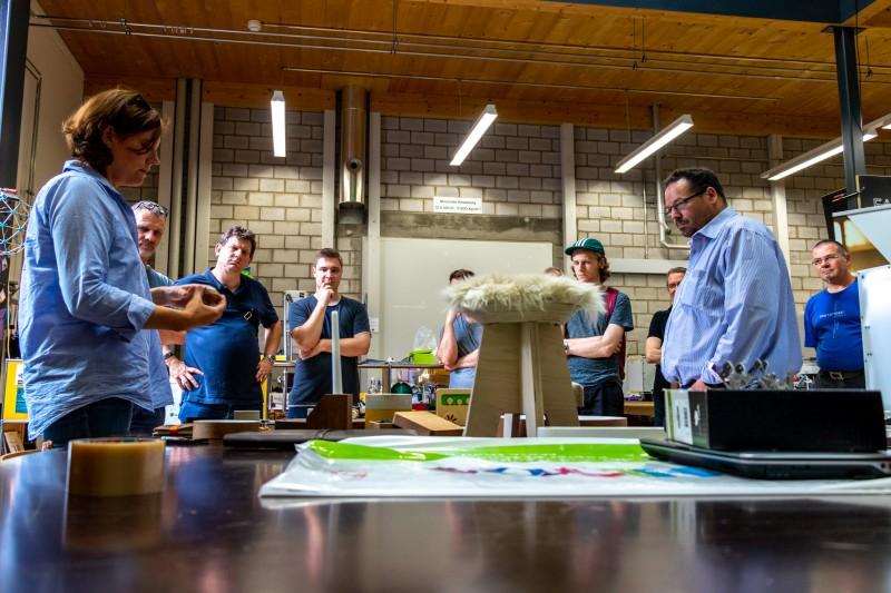 Marianne Wilmsmeier präsentiert Objekte aus der Peoples Factory