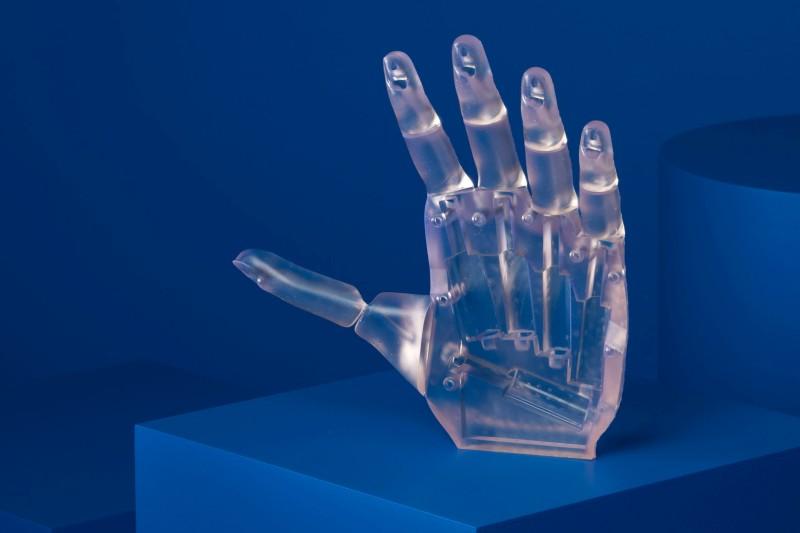 Hand aus flexiblem Harz
