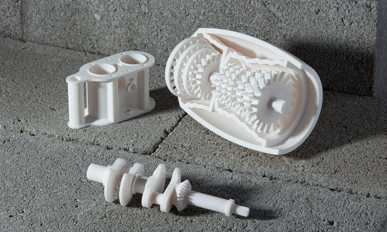Diverse Objekte aus weissem Kunststoff