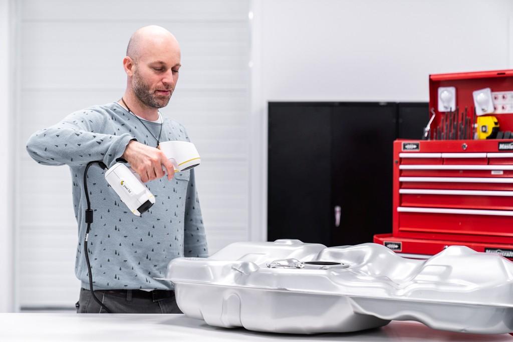 Peel2 3D-Scanner scannt Autoteil