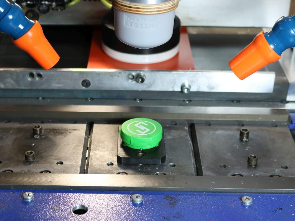 Grüner bedruckter Deckel auf Aufnahme